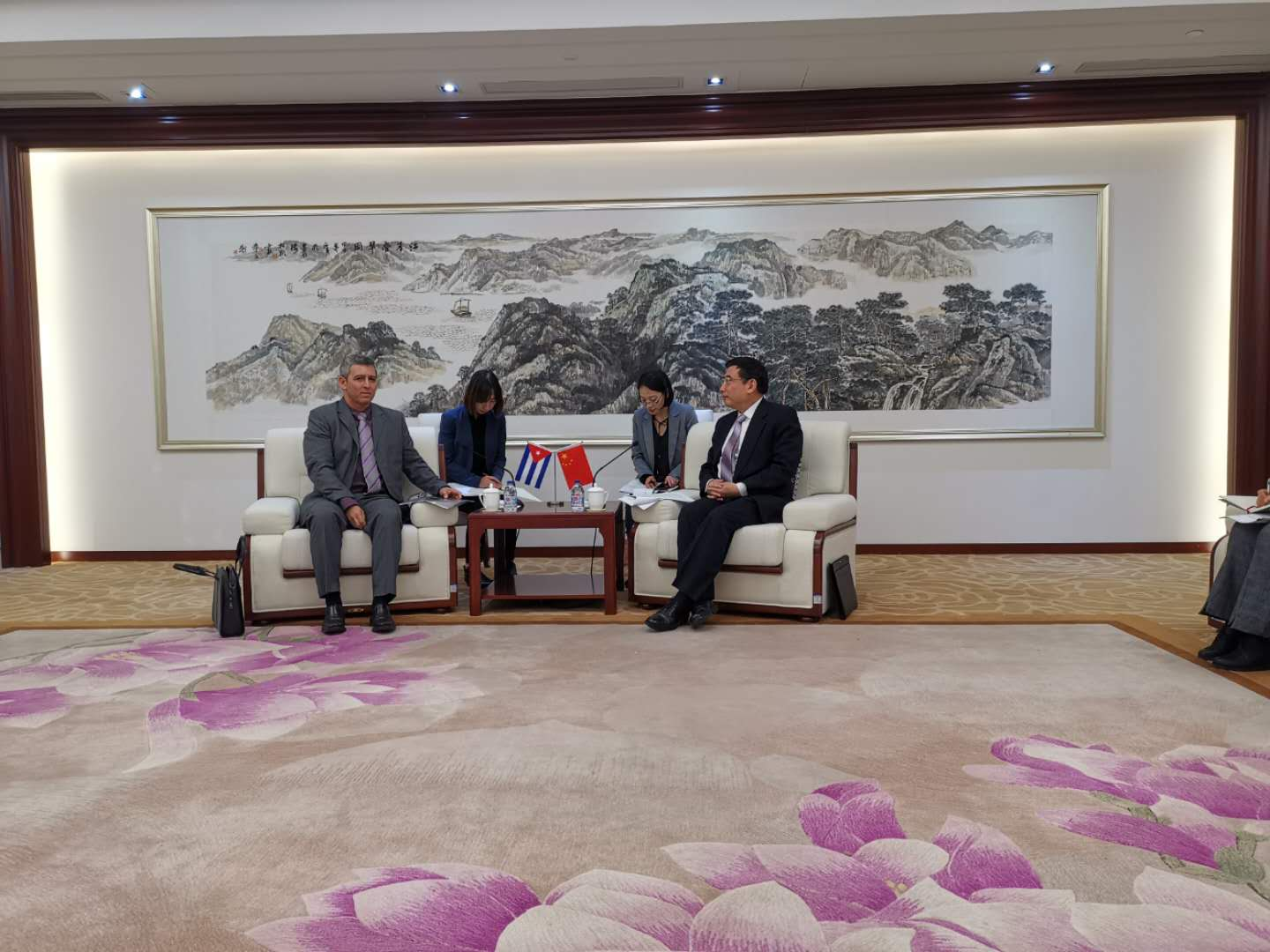 The visit of the Minister of Communications, Jorge Luis Perdomo Di-Lella to China
