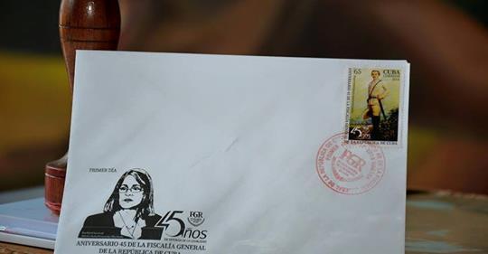 Sello postal por aniversario 45 de la Fiscalía General de la República
